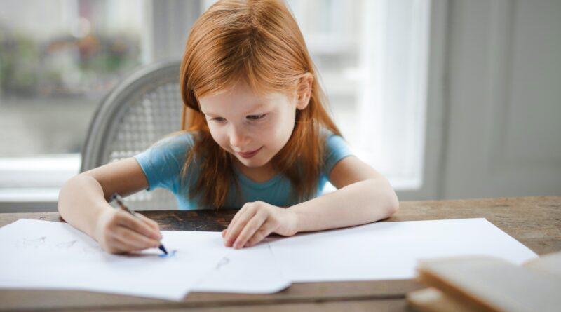 Jak wspomagać naukę języków u dzieci w domowych warunkach?